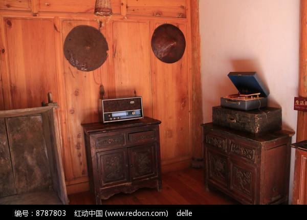 蒙古族家里的家具与各种用具图片