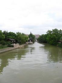 平静的大运河江面