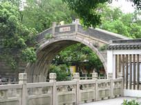 青石护栏与拱桥特写