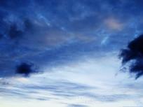 幽蓝的天空