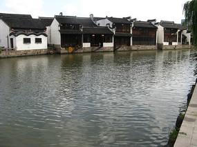 河对岸的江南建筑