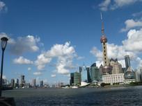 黄浦江边的东方明珠