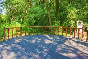 千山正门弧形木栏杆