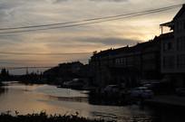 傍晚的小河