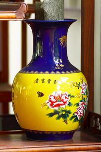 蝶恋花图案陶瓷花瓶