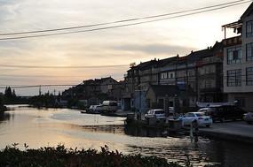 河边小镇风光