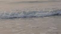 石老人海水浴场的浪花