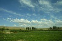 草原和蓝天