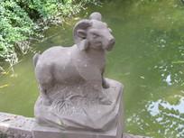 石桥廊柱上的石羊雕刻