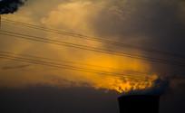 发电厂烟囱与夕照云