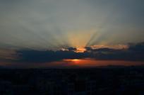黄昏晚霞光芒风景图片