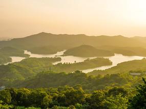 黄昏下的惠州红花湖
