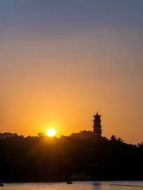 落日当中的惠州西湖风光