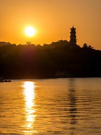 夕阳下的惠州西湖