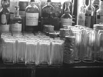酒杯酒瓶近景