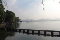 西湖风景与岸边