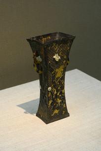 玳瑁镂雕花鸟纹方觚