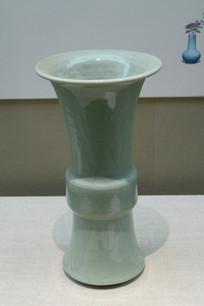 绿色陶瓷花瓶