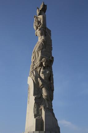 欧洲半裸女神雕像柱