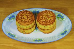 四块五仁月饼