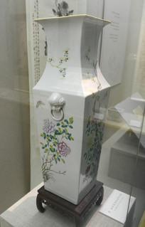 陶瓷彩绘花瓶