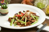 松茸菌炒芹菜
