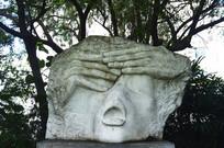 梦断家园的石雕