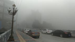 大雾中的清镇市区