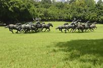 奔跑的马群雕塑