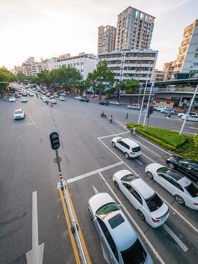 黄昏下的惠州东平交通