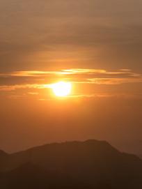 山上的一缕夕阳