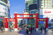 沈阳中街红色四柱三洞标志门