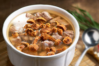 松茸菌炖排骨汤