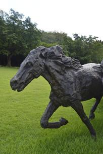 一匹马铜雕
