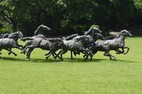 一群奔跑中的马青铜雕塑