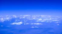 飞机上拍云彩