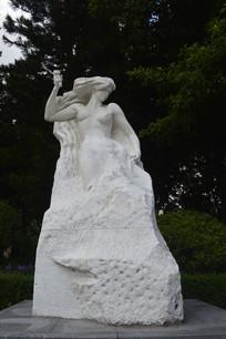 挥锤自我雕刻完善的雕塑作品