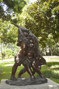 落雨大的儿童躲雨铜雕