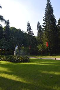 绿色草坪雕塑行道树