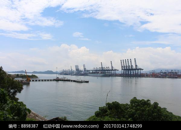 美丽的海边港口码头