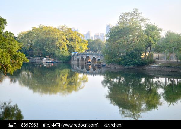 美丽的湖泊风景图片