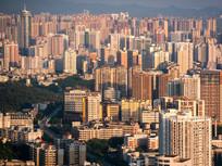 夕阳下的惠州市区建筑