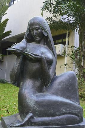 长发少女与鸽子青铜雕塑