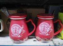 红色陶瓷杯子