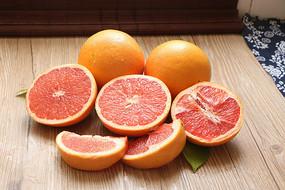切开的红柚