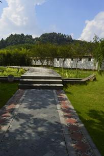 石径及周围绿化景观