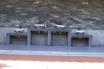 青砖墙陶瓷盆