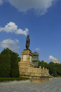 孙中山纪念青铜雕像