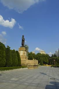 孙中山铜像及绿化景观