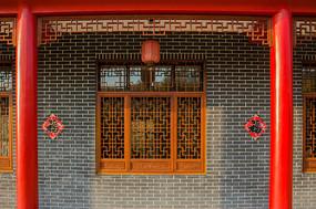 红柱子中式窗棂